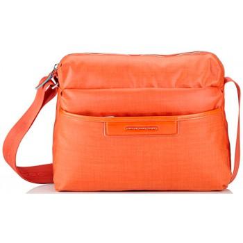 1414aa4f3425d Сумка женская Piquadro AKI/Orange наплечная с чехлом д/iPad/iPad Air  BD3292AK_AR