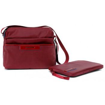 1eeabcdf7d18d Сумка женская Piquadro AKI/Red наплечная с чехлом д/iPad/iPad Air BD3292AK_R